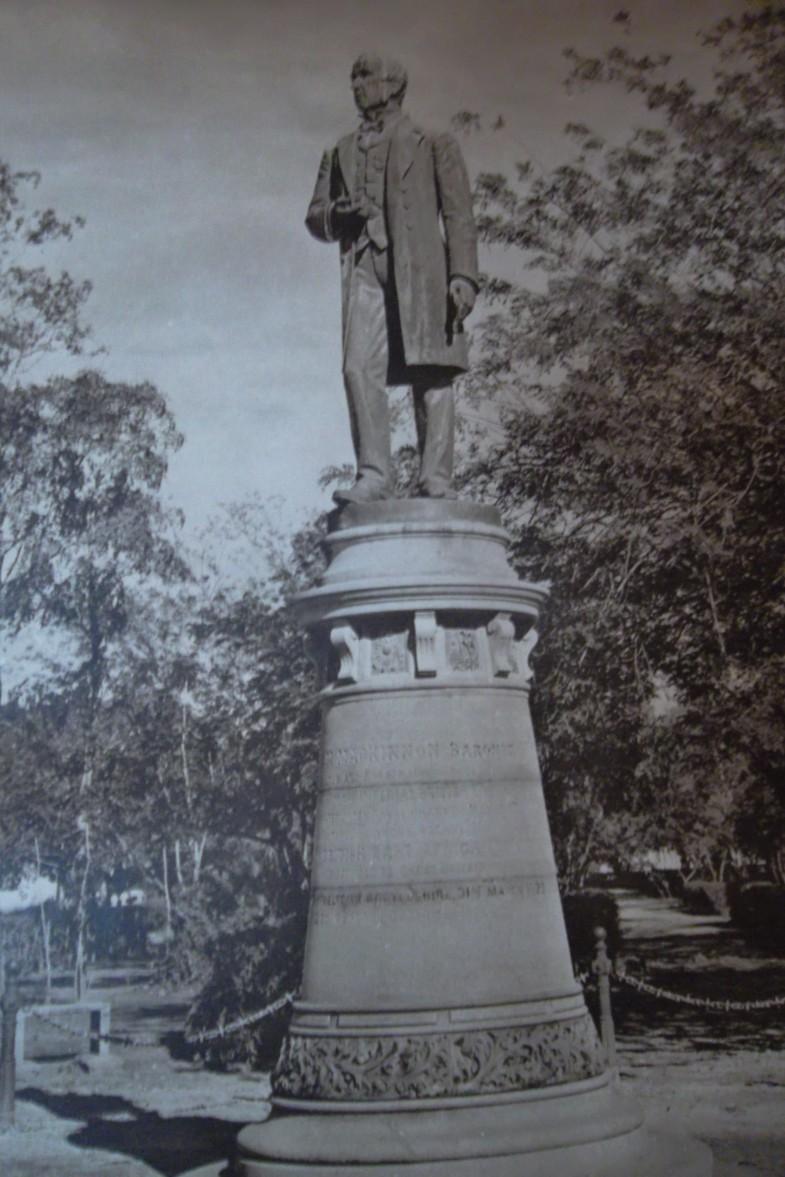mackinnon_statue
